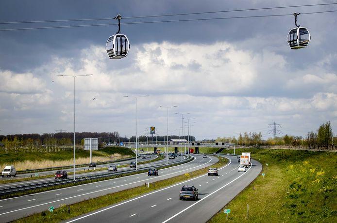 2021-05-06 11:09:58 ALMERE - Gondels van de kabelbaan voor de Floriade van 2022. De 850 meter lange kabelbaan gaat bezoekers van de tentoonstelling over de A6 vervoeren naar het Floriadeterrein. ANP SEM VAN DER WAL