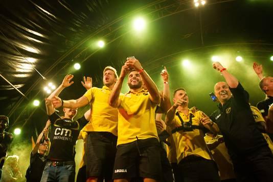 De spelers kwamen één voor één het podium op. Foto: Else Loof / Pix4Profs