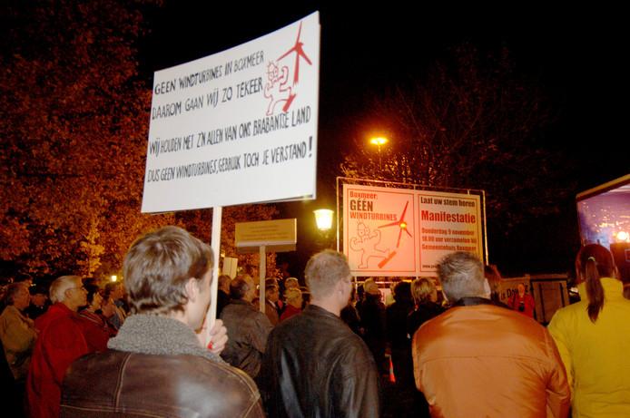 Protest in 2006 tegen windmolens en turbines bij het Gemeentehuis in Boxmeer.
