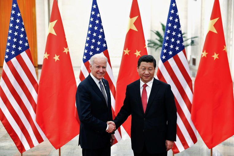 Toenmalig vicepresident Joe Biden en president Xi Jinping in Peking, december 2013. Beeld REUTERS