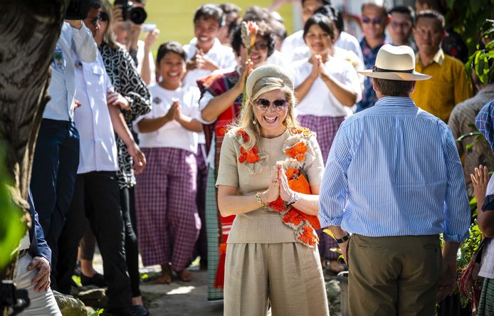 Koning Willem-Alexander en koningin Máxima zijn tijdens hun staatsbezoek in Indonesië in contact geweest met twee Indonesische ministers die getest worden op corona.