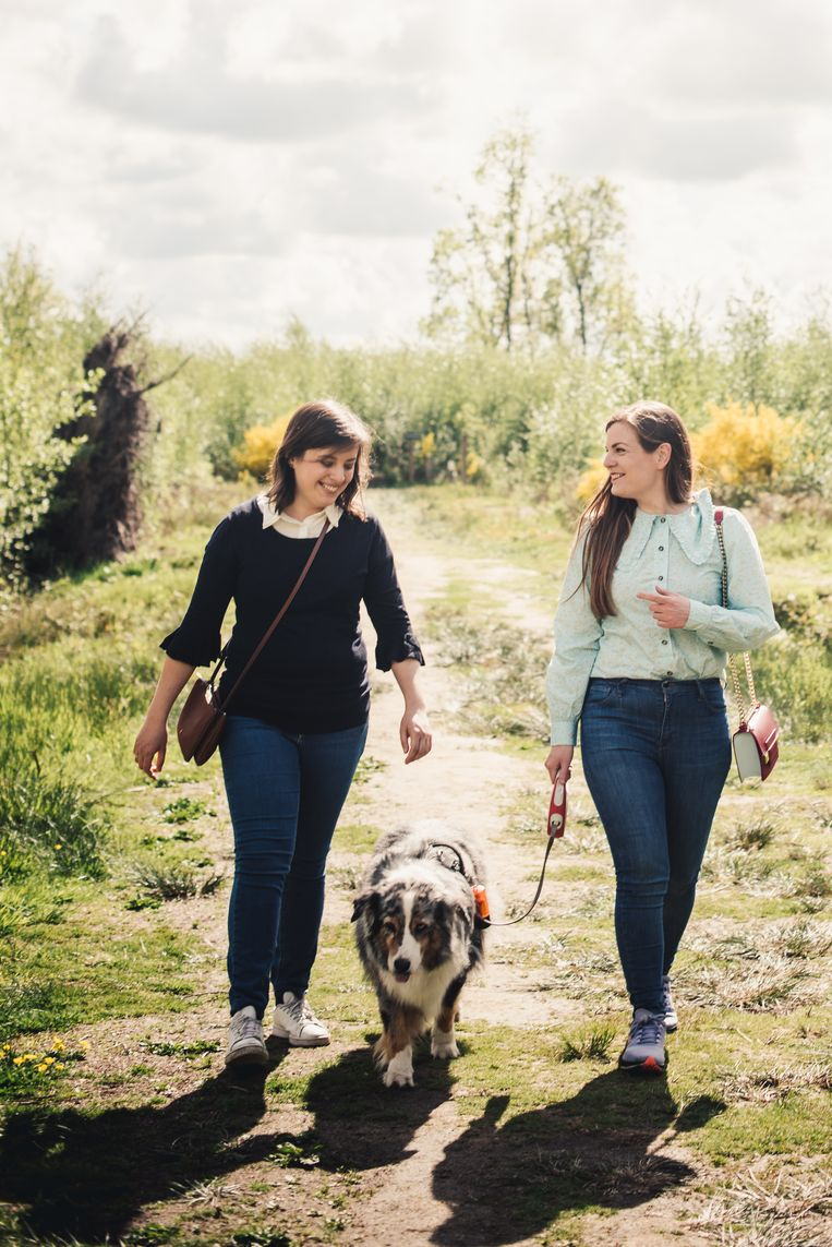 Sofie Hautekiet (l): 'Ik had Astrid een foto van onze hond gestuurd, met de boodschap dat ze altijd mocht komen wandelen.' Beeld Carmen De Vos