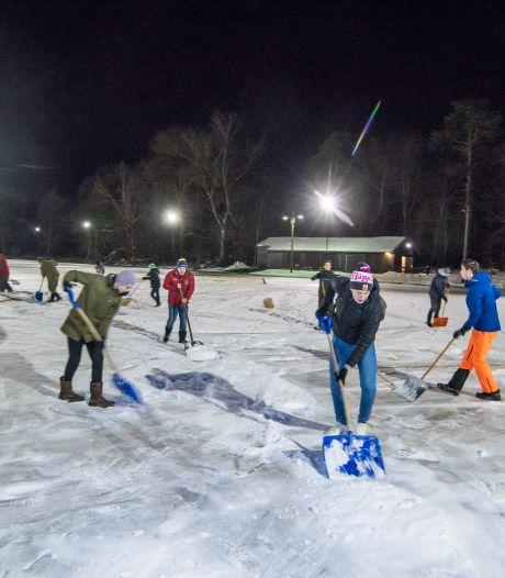 Voetbalteam beantwoordt oproep Deldense ijsmeesters: 'Opening is een stuk dichterbij gekomen'