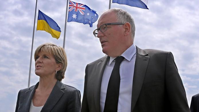 Frans Timmermans (rechts) en de Australische minister van Buitenlandse Zaken Julie Bishop.