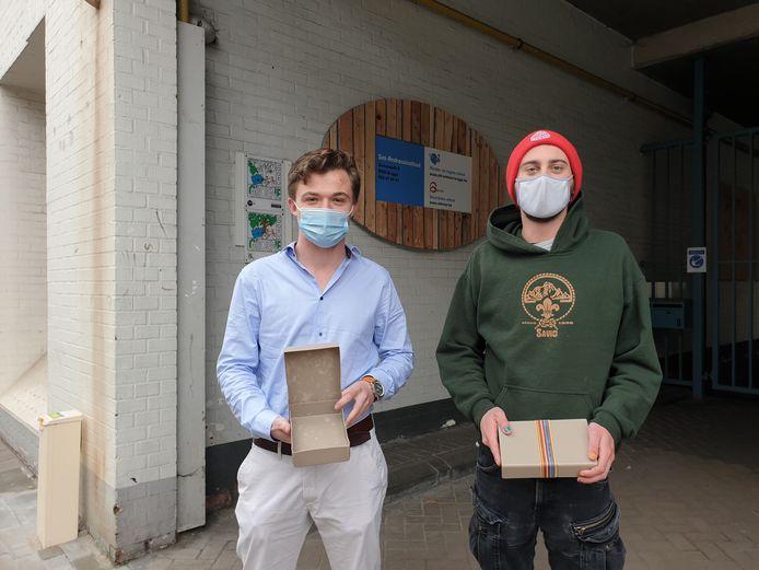 De jongeren van de Jeugdraad pleiten voor gratis gezonde maaltijden op school, om de lege boterhamdozen te vermijden.