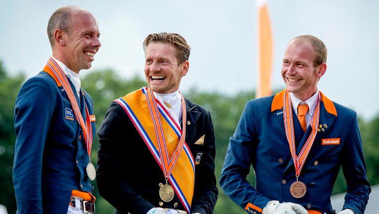 V.l.n.r. Hans Peter Minderhoud, Edward Gal en Diederik van Silfhout. Ook Minderhoud en Gal staan in de rij bij de McDonalds in het Olympisch dorp. Beeld anp