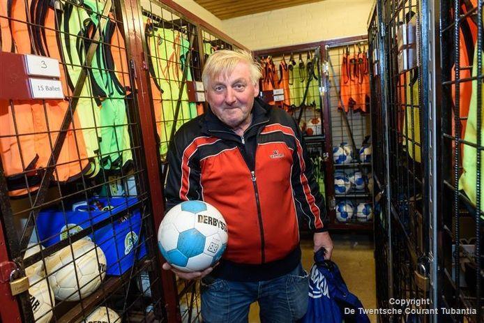 John van der Worp: hij is de trotse winnaar van de regio en maakt kans op de landelijke hoofdprijs van 10.000 euro voor de club.