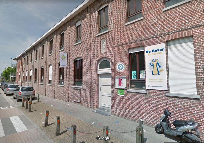 De Bever Centrum wordt gecentraliseerd langs de Schoolstraat.