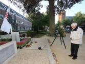 Ben Willems, veteraan van 92 te Oisterwijk, is helemaal alleen twee minuten stil