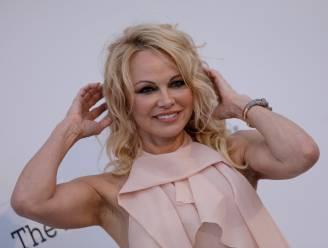 """Pamela Anderson stopt met social media: """"Ze willen ons brein controleren"""""""