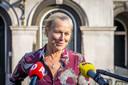 D66-leider Sigrid Kaag staat de pers te woord na afloop van een eerder gesprek met informateur Hamer.