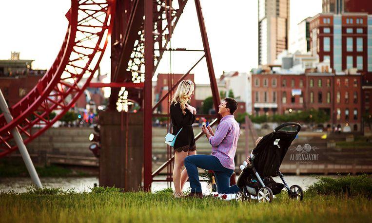 Fotograaf start zoektocht naar stel na foto van huwelijksaanzoek