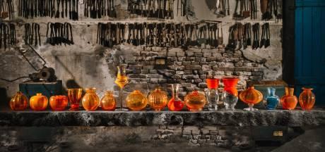 Oranje-rondleiding voorafgaand aan Koningsdag in de Leerdamse Kristalfabriek
