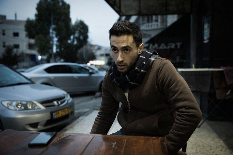 Rauhi Zaghari gaf les aan een middelbare school in Palestijns gebieden, maar werkt nu in een supermarkt in een Joodse nederzetting, waar hij drie keer meer verdient.  Beeld Daniel Rosenthal
