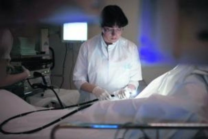 Bij een coloscopie wordt het inwendige van de dikke darm gecontroleerd op afwijkingen. Foto uit de reizende tentoonstelling van de Maag Lever Darm Stichting. foto Geert van Kesteren