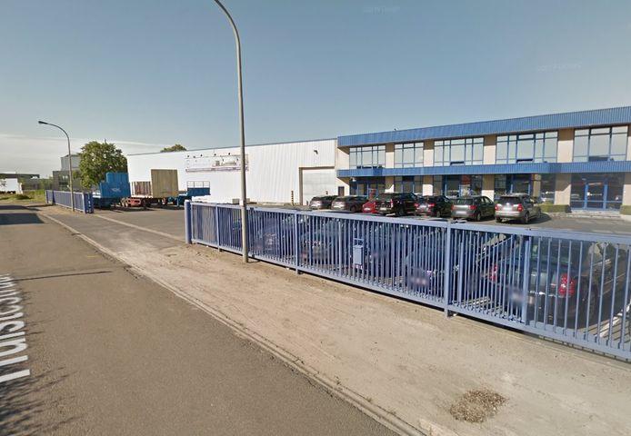 Het ongeval speelde zich 4,5 jaar geleden af in Metaalbouw Vandekerckhove.