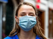 Angst voor virus neemt toe: mondkapje rukt op in straatbeeld
