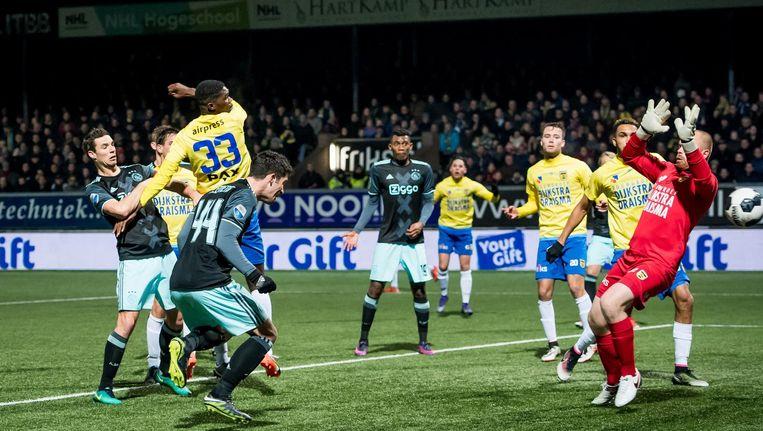 De enige Ajax-goal van de wedstrijd, van basisdebutant Pelle Clement Beeld Pro Shots