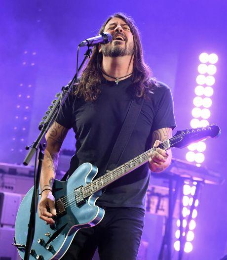 Foo Fighters zeggen eerste concert van tour af vanwege coronabesmetting