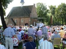 Bisschop bij openluchtmis Esdonks Kapelleke in Gemert