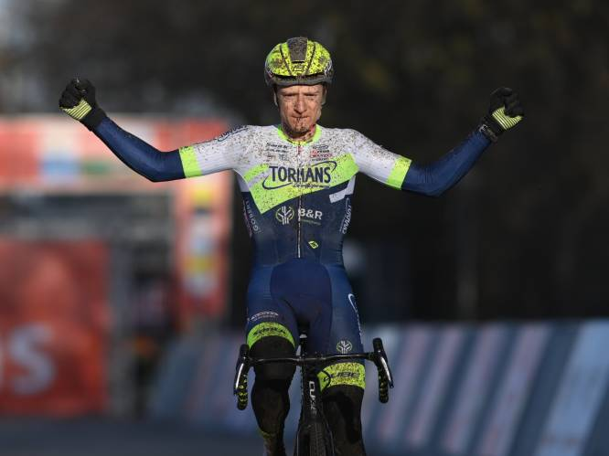 Hermans pakt zijn eerste zege van het seizoen in de Ethias Cross in Eeklo, Iserbyt en Aerts mee op het podium