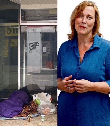 Daklozen in de winkelstraat: met een beetje geluk, krijgen ze een appel