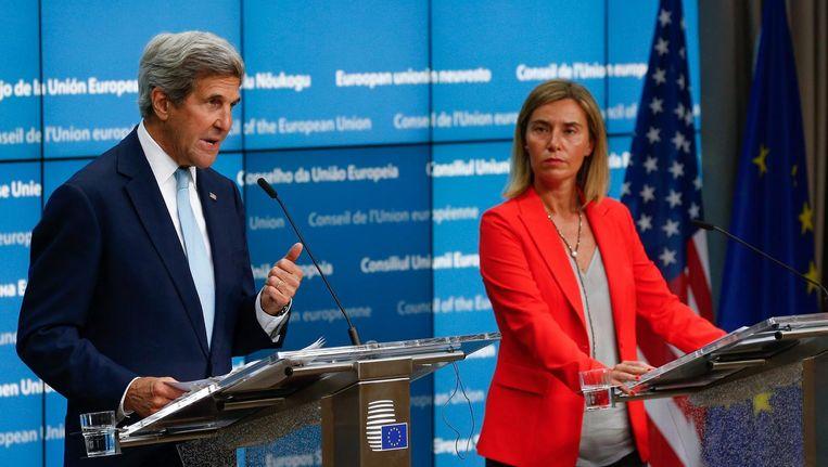 De Amerikaanse minister van buitenlandse zaken John Kerry en EU-buitenlandchef Frederica Mogherini vandaag in Brussel. Beeld epa