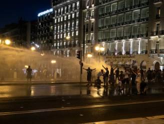 Arrestaties na rellen bij betoging van antivaxers in Athene