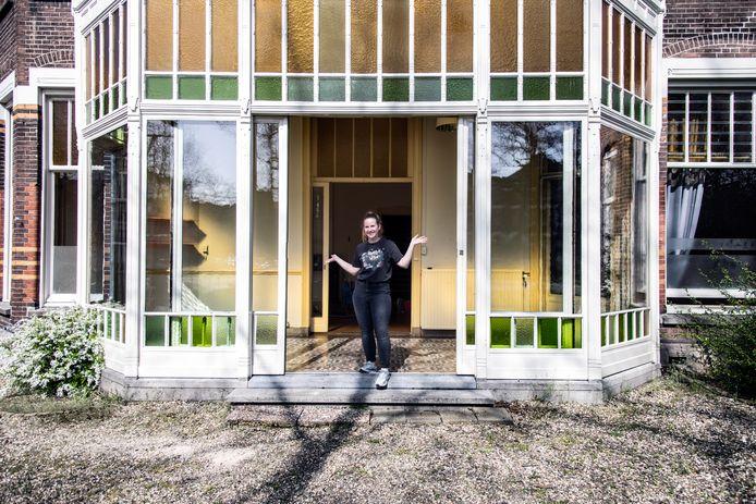 Isabelle de Rooij is de gelukkige tijdelijke bewoner van dit megapand in de Staringstraat in Nijmegen.