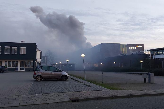 De rookwolken door de brand in het Zone College in Doetinchem zijn al van ver te zien.