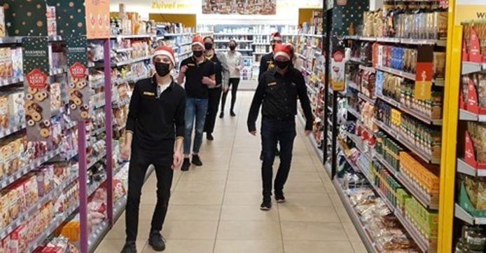 Het voltallige Jumbopersoneel in Winterswijk danst de Jerusalema Challenge als hart onder de riem voor hun klanten.