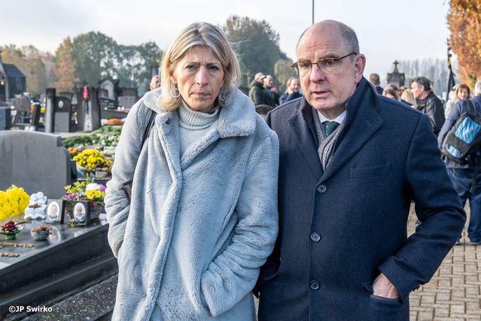 Ilse Uyttersprot deze maand op de begraafplaats bij de herdenking van de slachtoffers van de Bende Van Nijvel, met minister Koen Geens (CD&V).