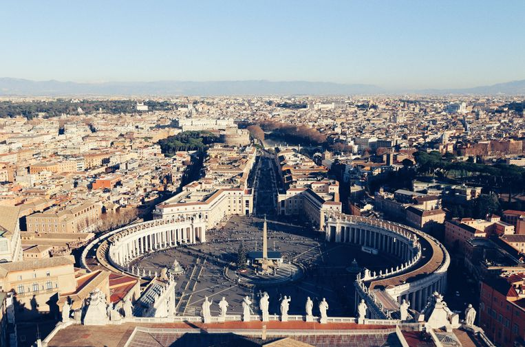 Uitzicht vanaf de Sint-Pieterskerk in Vaticaanstad.
