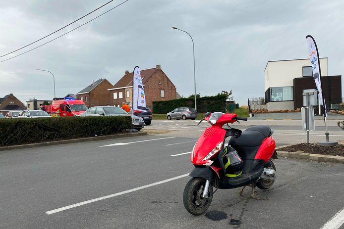 Het ongeval gebeurde aan de op- en afrit van het Okay-warenhuis langs de Oudenaardsesteenweg in Erpe-Mere.
