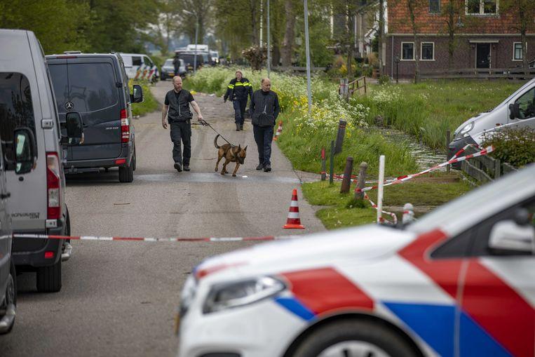 Het politieonderzoek in Broek in Waterland, na de gewapende overval op een waardetransport.  Beeld ANP