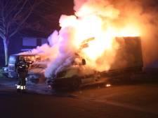 Buurtbewoonster tipte politie over verdachte situatie; toch drie bestelbusjes uitgebrand in Oss