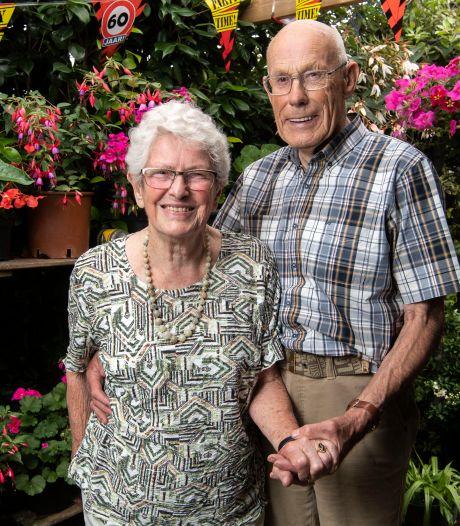 Echtpaar Sierink uit Borne 60 jaar getrouwd: 'Samen genieten we nu van de tuin'