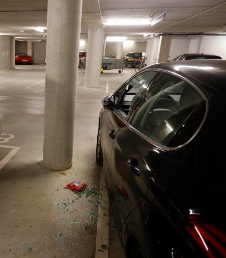 29 auto's doelwit van inbrekers in parkeergarage Plein 44: bloed op de deur en opmerkelijke buit