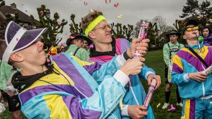 FOTOREEKS: Laatstejaars vieren 100 dagen, confetti in overvloed