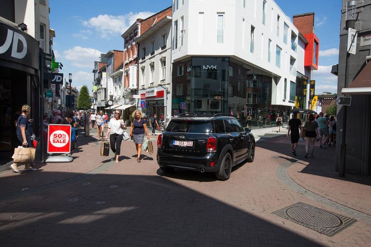 Tijdens de laatste maanden werd er al geëxperimenteerd met meer verkeersvrije straten in de Hasseltse binnenstad. Is het een goed idee om alle autoverkeer binnen die kleine ring te weren?