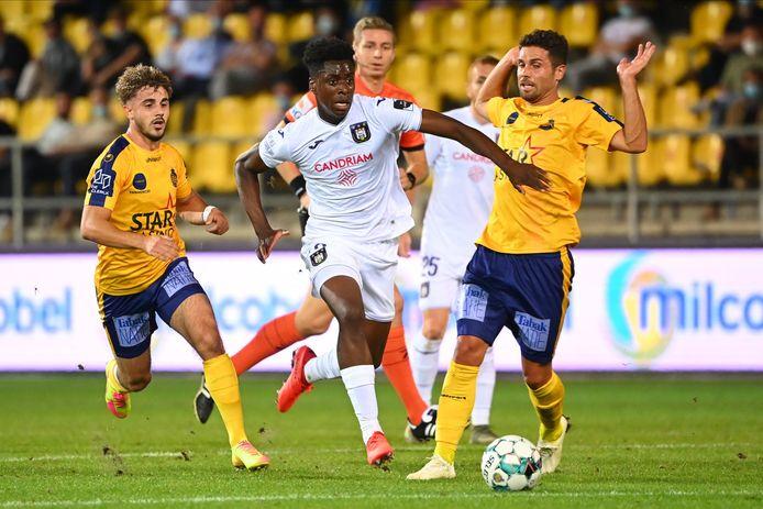 """Bertone verleent Sambi Lokonga vrije doorgang. """"We zullen niet altijd op ploegen van het niveau van Anderlecht vallen"""", zei de Zwitser na zijn debuut bij Waasland-Beveren."""""""