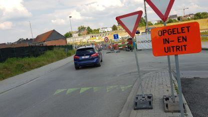 Werfzone Zuidbrug langs Suikerkaai wordt extra beveiligd: Zebrapad, verkeersdrempel en verbod voor fietsers in beide richtingen