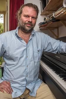 Vingertoploze pianist Marcel luid toegezongen tijdens benefiet