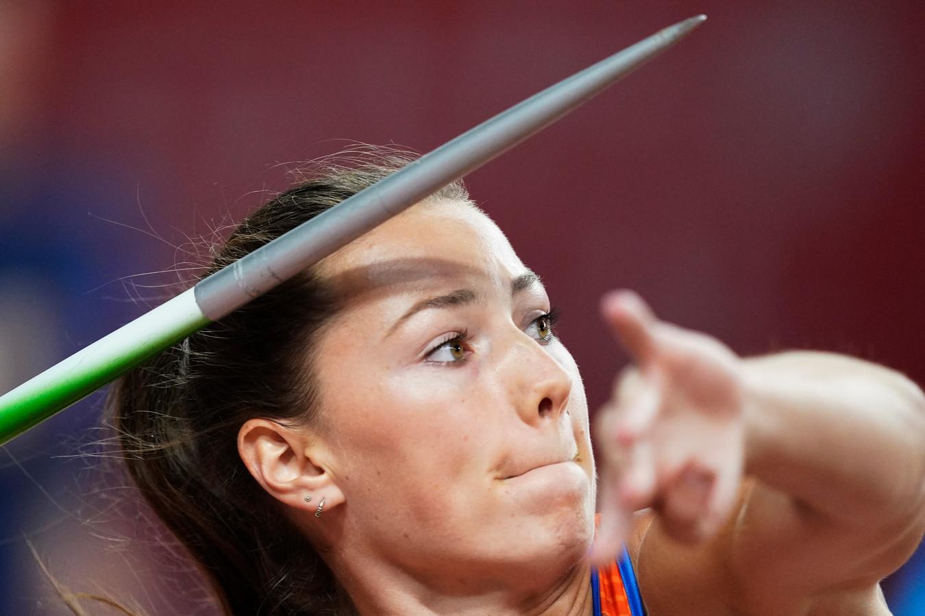 Emma Oosterwegel wint op het NK teams de onderdelen speerwerpen en de 100 meter horden voor haar club Daventria.