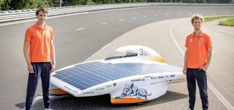 Nieuwe zonneauto TU Delft is klaar voor race in Marokko