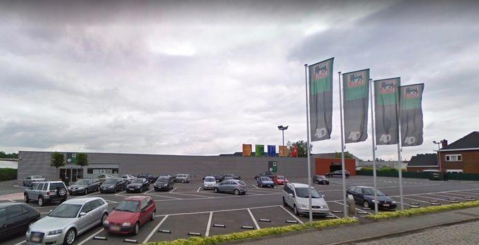 De banale botsing gebeurde op de parking van AD Delhaize langs de Menenstraat in Wevelgem.