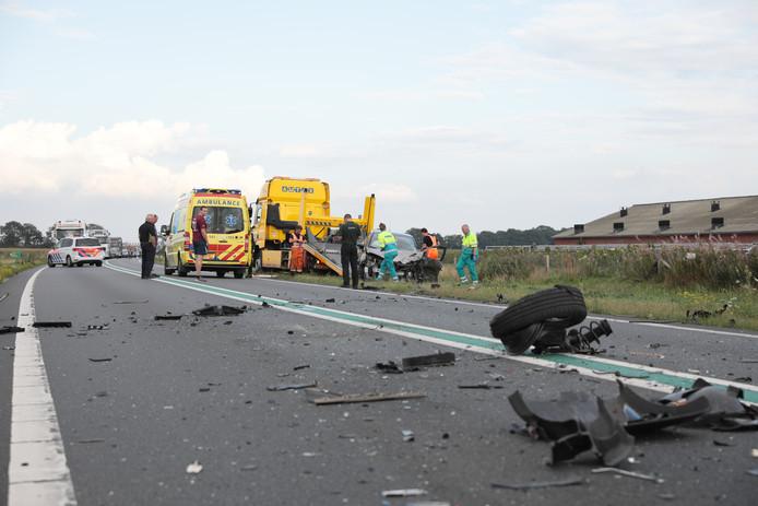 Een ravage bij het ongeluk op de N36 bij Arriën.