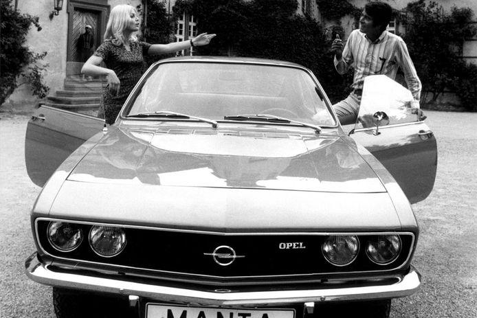 Een Opel Manta A, waarschijnlijk uit 1971. De Manta werd toen geïntroduceerd als nieuw model en was min of meer een coupéversie van de Ascona.