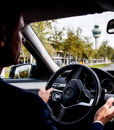 Verliefde én ontslagen ex-hoofdofficieren worden niet vervolgd voor mogelijk privégebruik van dienstauto