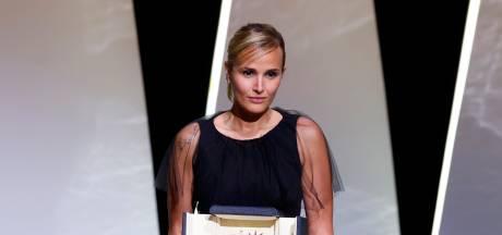 Julia Ducournau, 37 ans, devient la deuxième réalisatrice de l'histoire à recevoir la Palme d'Or